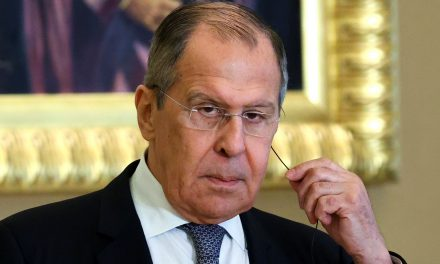 Lavrov's Gulf Tour Hints Russia Could Capitalize on Regional Uncertainty